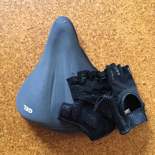 Padded bicycle saddle cover and gloves