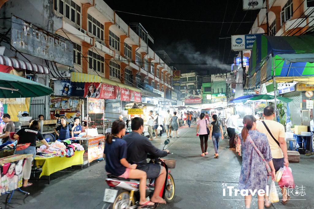 曼谷夜市推荐 查龙四夜市Chok Chai 4 Night Market (25)