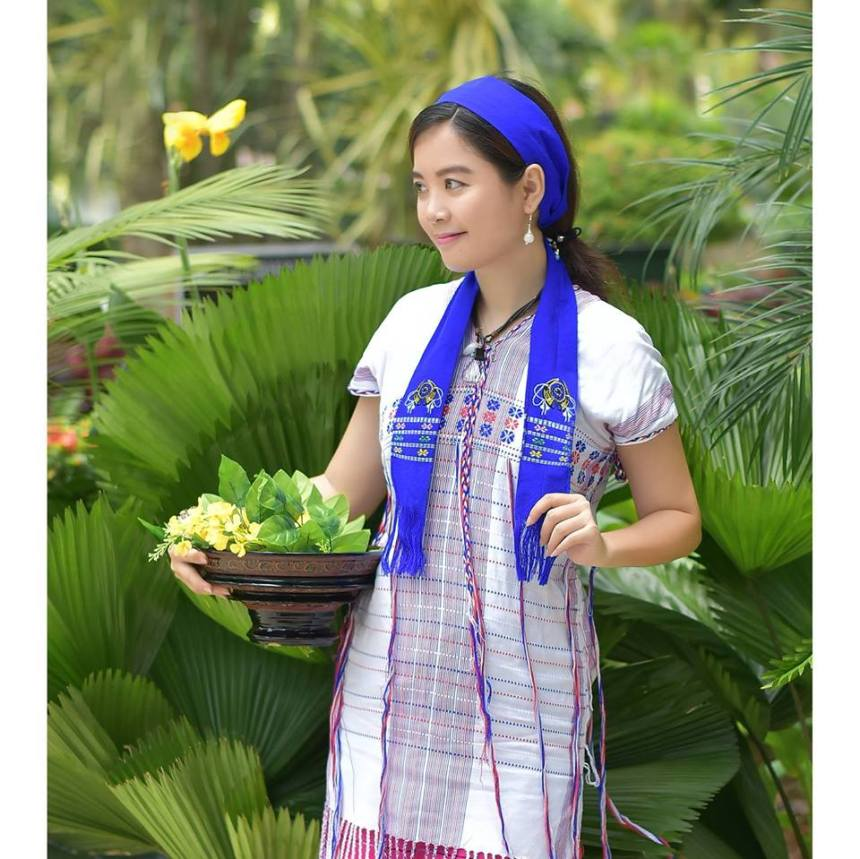 Myanmar's Traditional Dress Pictures