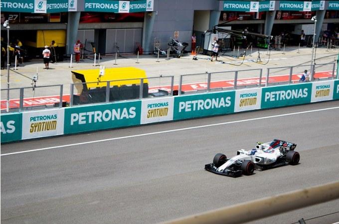 171028 マレーシアGPのホームストレートとピットレーン