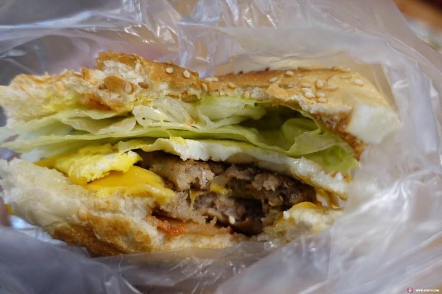 婦女館,平價早餐店,桃園美食,肉燥鐵板麵,雙層牛肉堡,雯早餐 @VIVIYU小世界