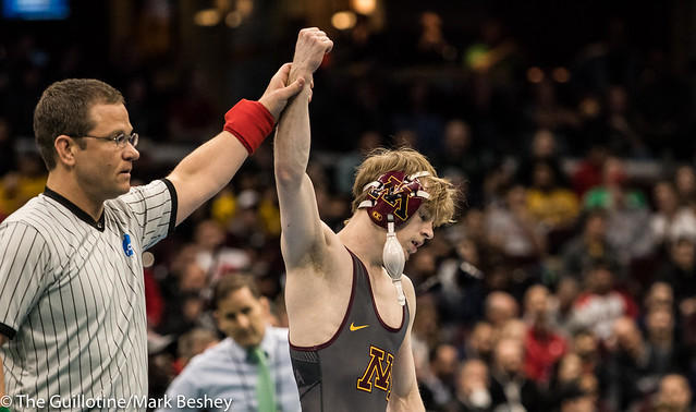 125 Cons. Semi - Ethan Lizak (Minnesota) 32-6 won by decision over Darian Cruz (Lehigh) 29-2 (Dec 5-2) - 180317amk0044