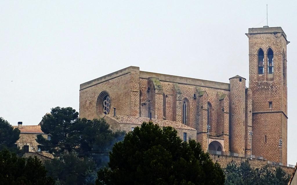 Iglesia Fortaleza San Saturnino en el Cerco de Artajona Navarra 11
