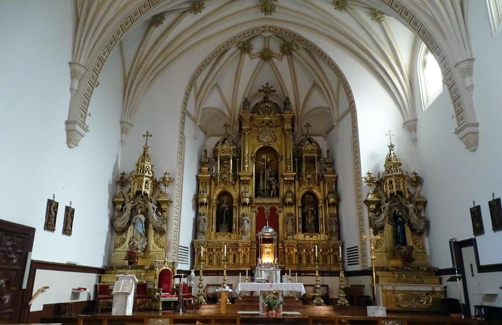 nave y altar mayor Iglesia San Agustin Pamplona 03