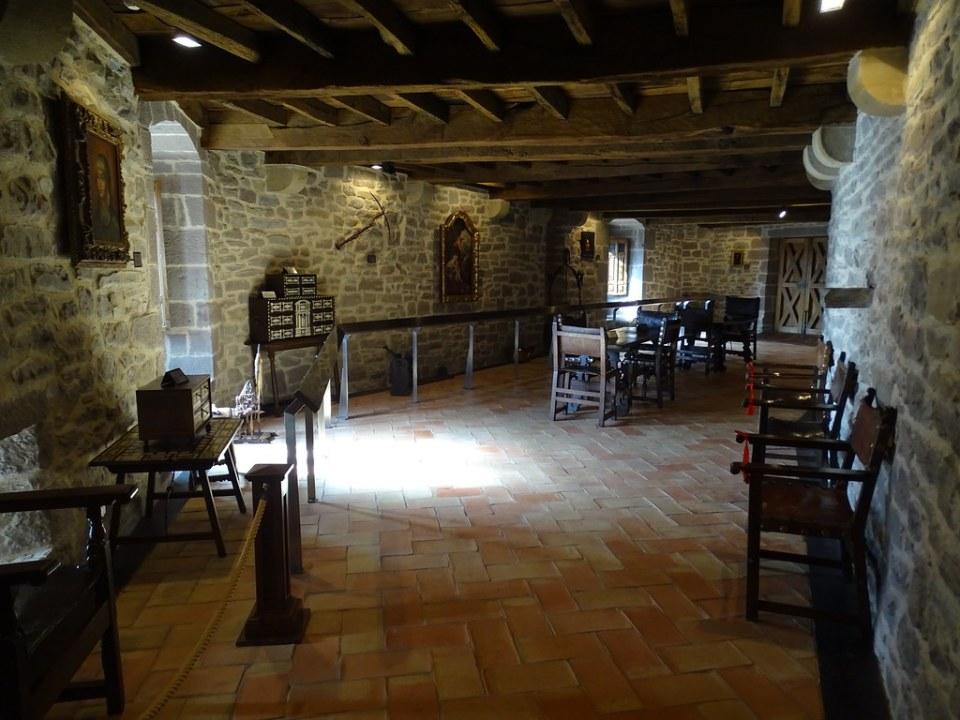 Museo del Castillo Javier Objetos del antiguo castillo Navarra 01