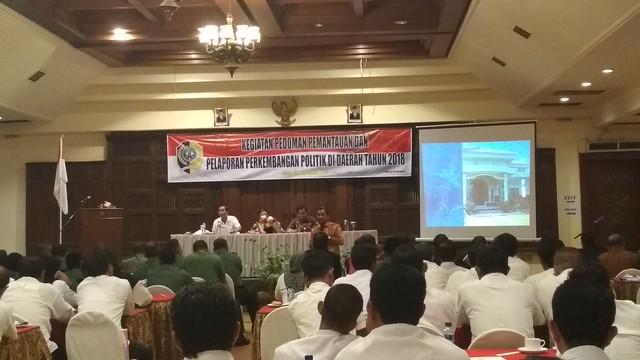 Suasana Kegiatan pedoman pemantauan dan pelaporan perkembangan politik oleh Bakesbangpol Tulungagung di Narita Hotel Tulungagung (21/11)