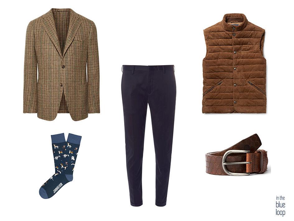 Smart-casual con blazer, cinturón hombre Nublo de blue hole, pantalones de vestir azules, gilet y calcetines