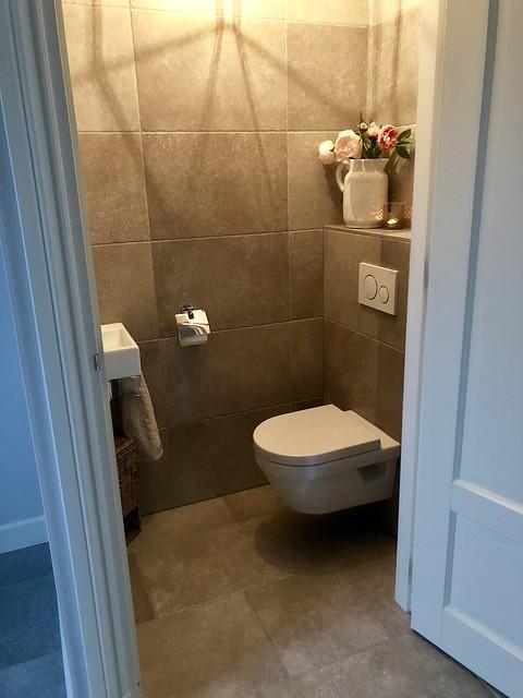 Toilet met tegels landelijk