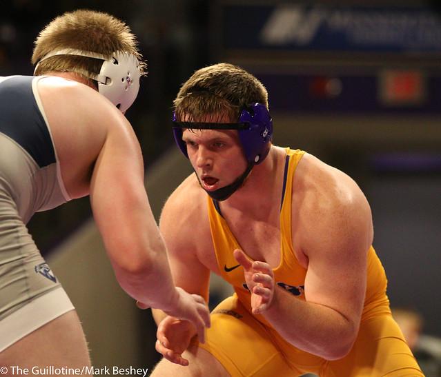 285: Triston Westerlund (UIU) wins 8-4 decision vs. Max Villnow (MSU)   13-6 UIU - 190117mke-0137