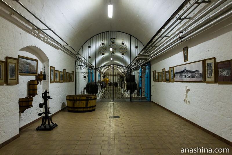 """Верхний главный подвал, винодельческий завод """"Массандра"""", Ялта, Крым"""