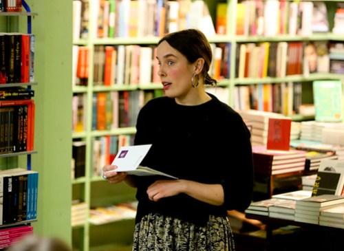 Matilda Södergran har översatt flera av författaren Siv Cederings dikter från engelska till svenska. Siv Cedering är inte så känd i sitt hemland - Sverige. Hon bodde i USA och skrev på engelska.