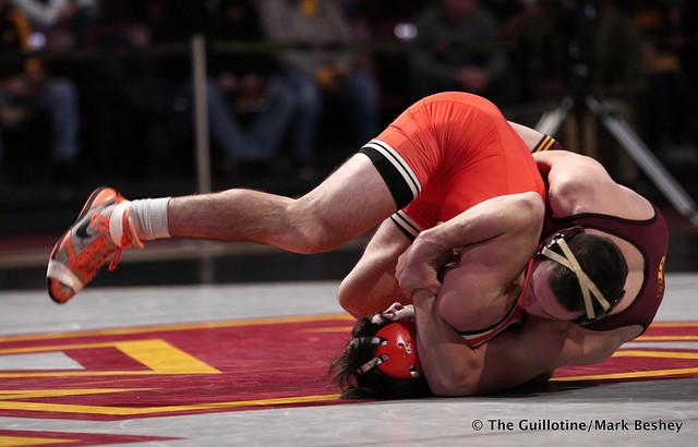 141: #8 Mitch McKee (Minnesota) dec. #4 Kaid Brock (Oklahoma State) 6-3. 181118AMK0055