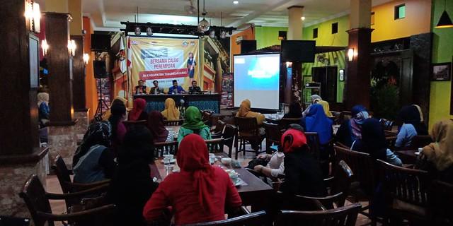 Suasana Sosialisasi dan Penddikan Politik Caleg Perempuan di Liiur Cafe and Resto Tulungagung (10/12)