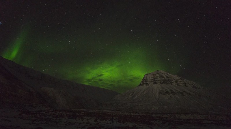 Public performance of Aurora Borealis in Nybyens backyard