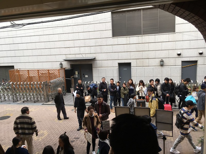 Lunch waiting line outside 和乃家