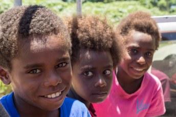 In Tanna deelden we een taxi met o.a. deze kinderen.