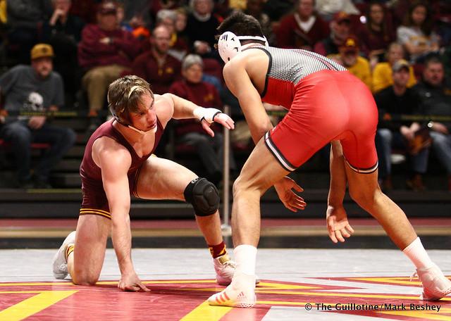 157 #11 Steve Bleise (Minnesota) dec #17 John Van Brill or Jake Benner (Rutgers) 7-3. 190106AMK0060