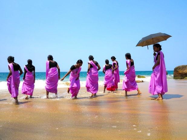 Nadar en la playa de Kovalam