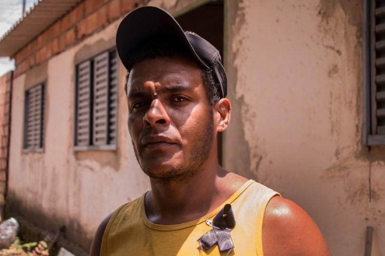 Nascido e criado em Córrego do Feijão, o mecânico Cleiton não consegue se enxergar mais no local onde passou toda a sua vida - Créditos: Foto: Guilherme Weimann