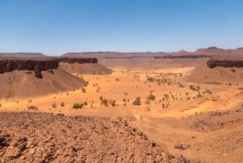 Op weg naar de laatste oase reden we zo goed en kwaad als het ging door dit prachtige landschap.