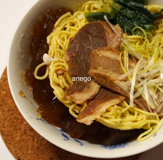 牛肉麺 汁はゼラチン状