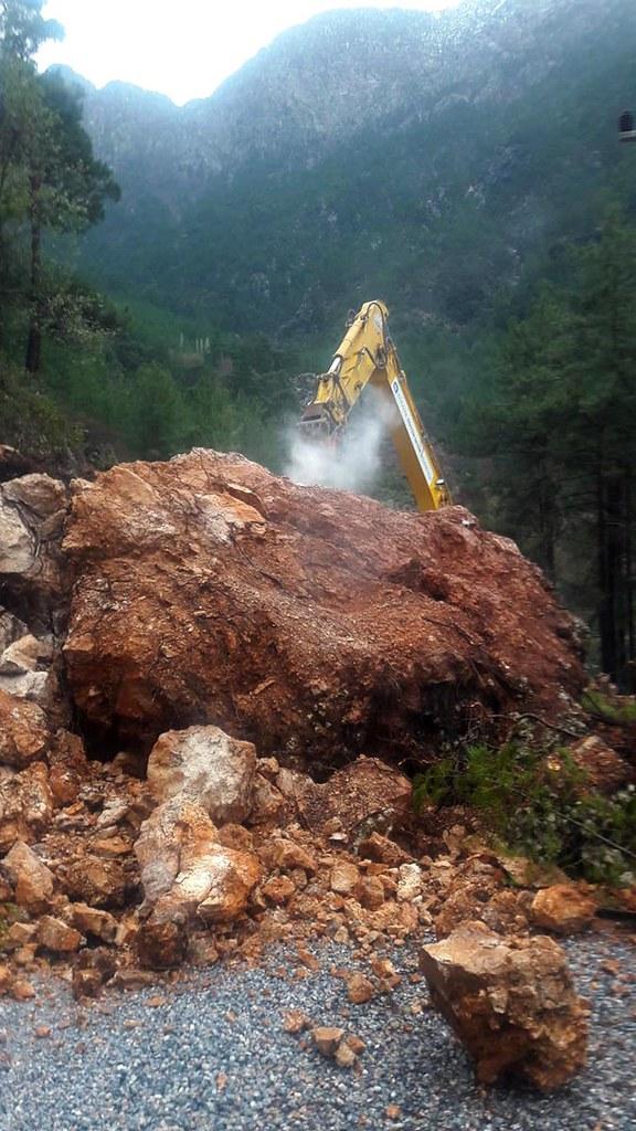 Alanya'da çamura gömülen 5 kişi kurtarıldı