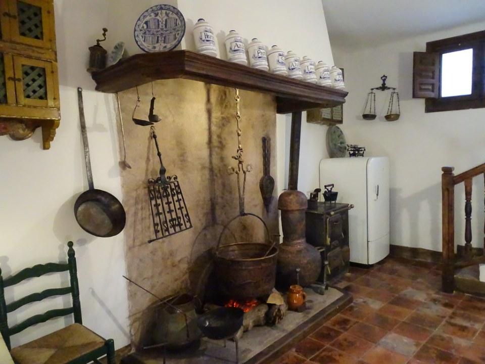 cocina y chimenea Casa Museo de la familia Pérez y Toyuela Albarracin Teruel 02