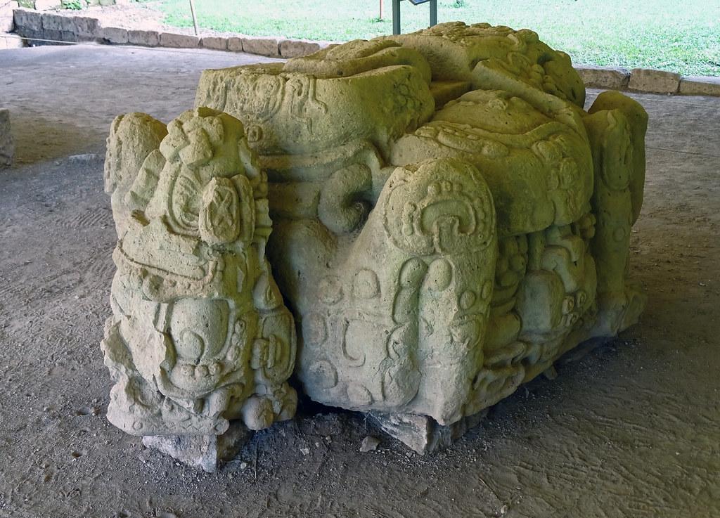 Altar de piedra sitio arqueologico Maya de Copan Honduras 01
