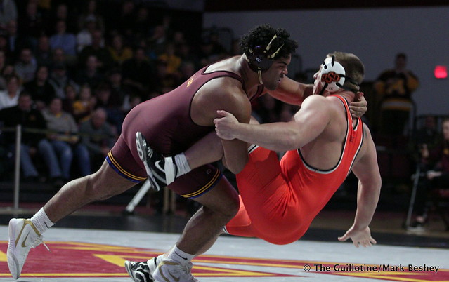 285: #5 Gable Steveson (Minnesota) dec. #3 Derek White (Oklahoma State) 8-2. 181118AMK0229