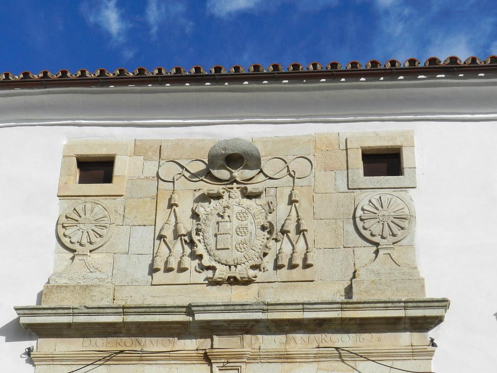 escudo fachada Palacio Episcopal Coria Caceres