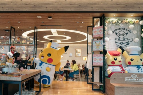 Chef Pikachu greeting everyone in the cafe