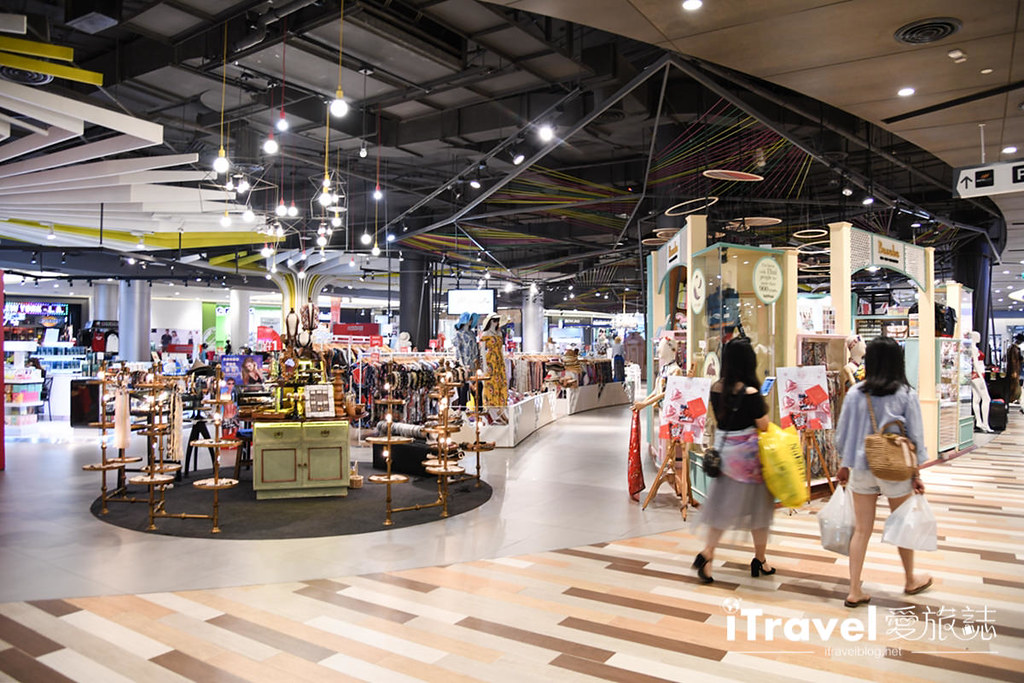 MAYA Lifestyle Shopping Center (34)