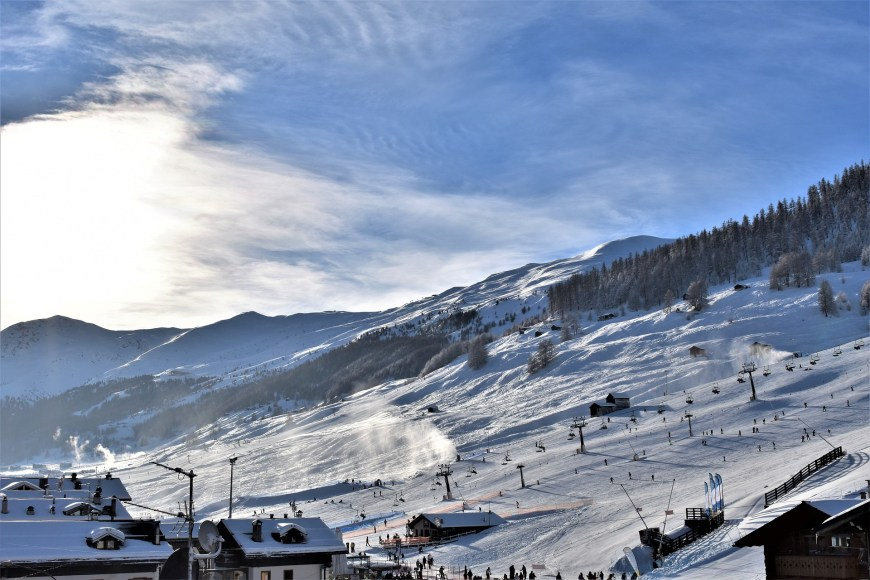 ski-run-3901022_1920