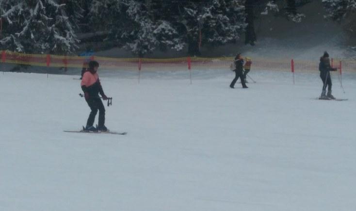 Prima dată pe skiuri în Poiana Brașov, România