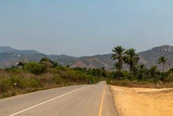 De wegen waren bijna allemaal van uitsteekbare kwaliteit in Angola.