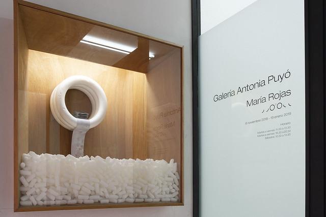 Entrada a la exposición de la Galería Antonia Puyo