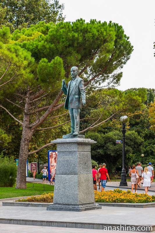 Памятник Николаю Петровичу Краснову, Ялта, Крым