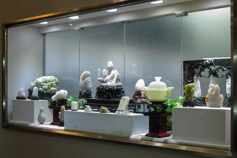 Изделия из нефрита в одном из худсалонов Пекина