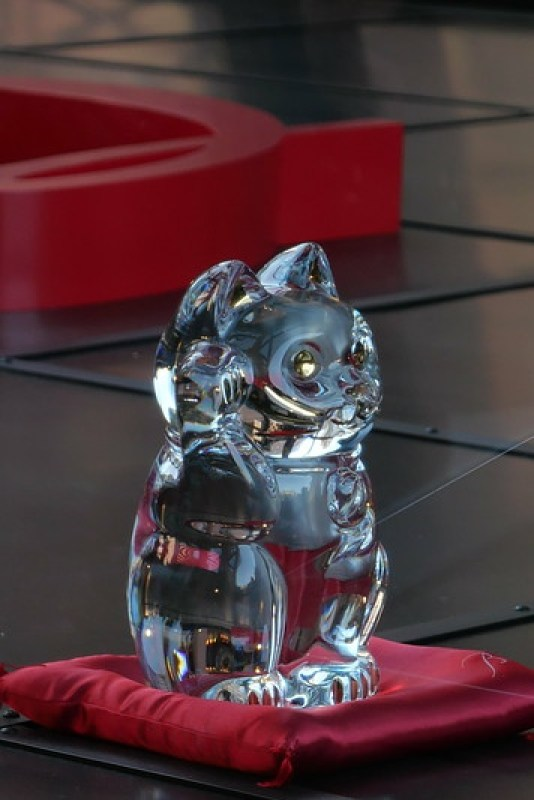 crystal beckoning cat