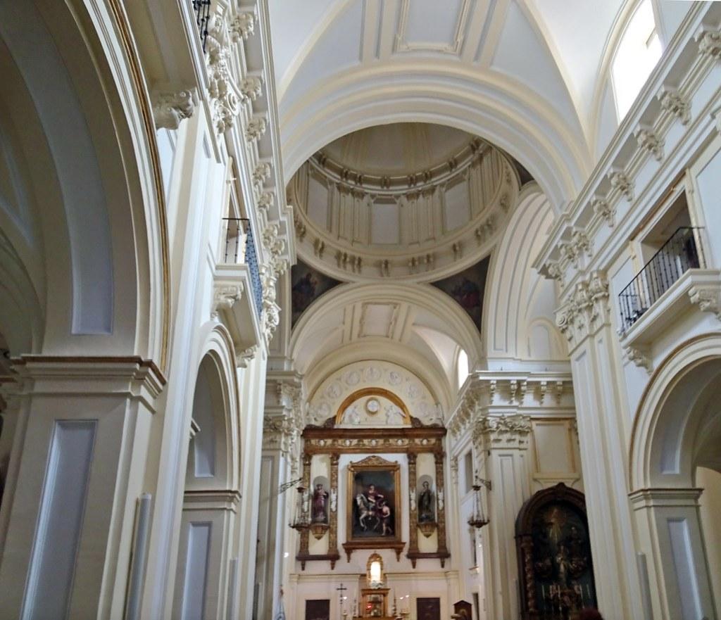altar mayor interior Iglesia de San Martin de Tours Madrid