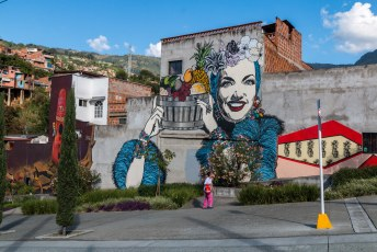 Op de terugweg stapten we wat eerder uit voor deze street-art. Deze vrouw is een Braziliaanse beroemdheid.