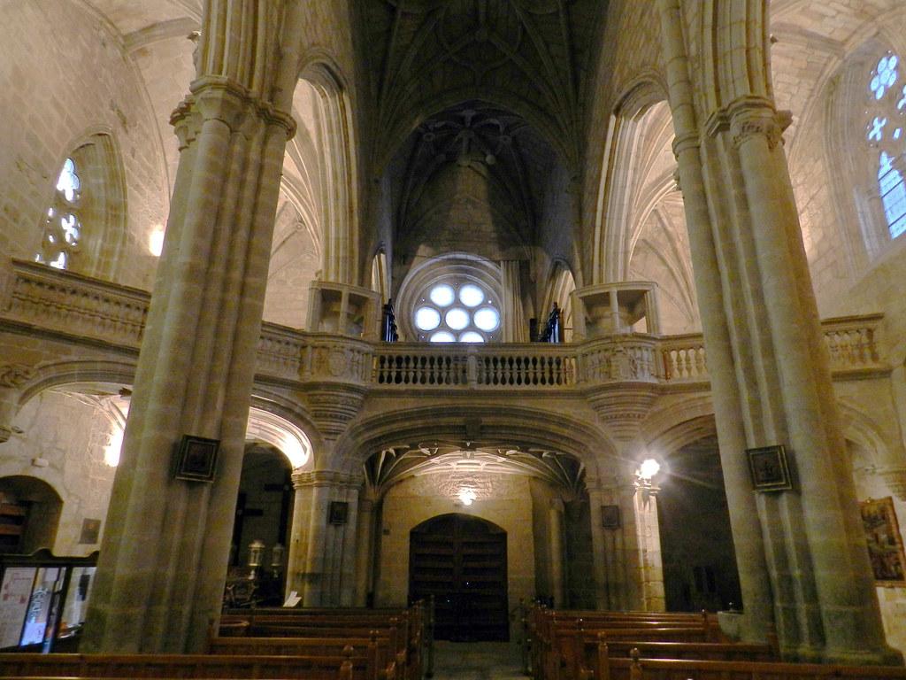 roseton y coro interior Iglesia Santa Maria La Mayor Trujillo Caceres