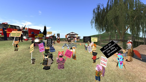 Tinies Protest the Continuing Second Life Hover Bug!