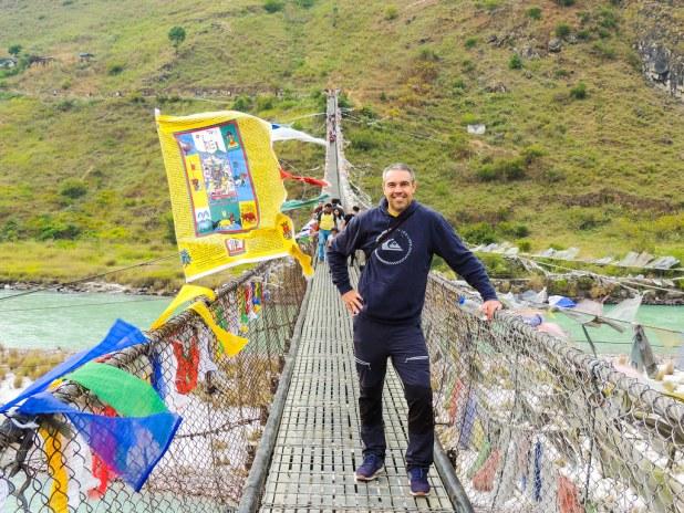 Puente colgante en Bután