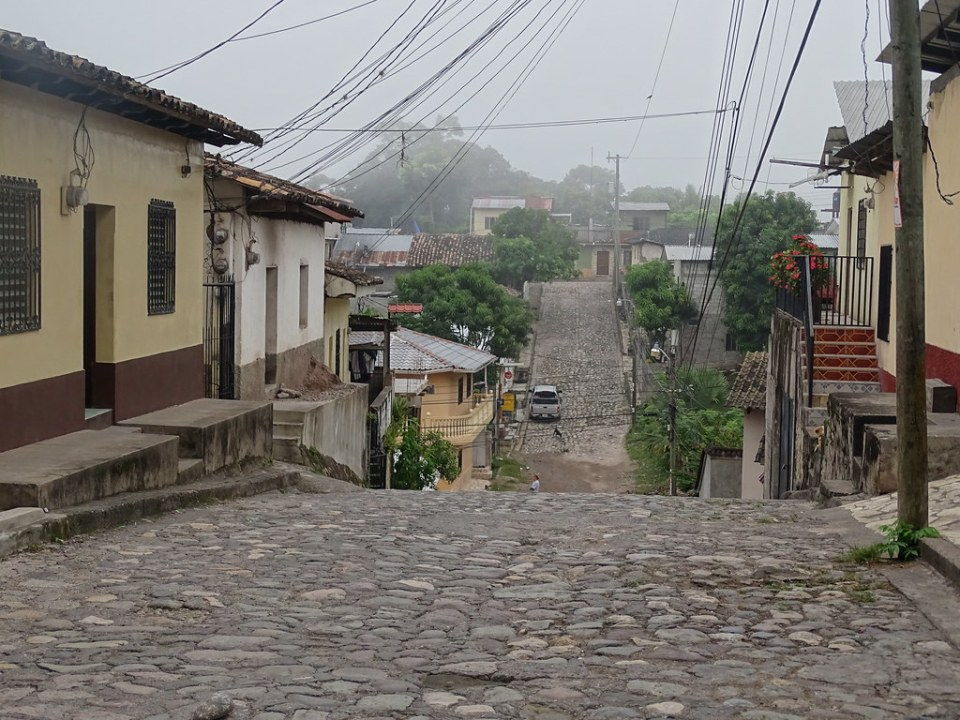 calle y casas Copan Ruinas Honduras 14