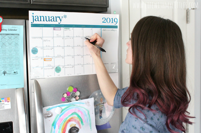 Struggling to manage your time and get everything done in your busy mom life? Here's the secret to getting things done and staying on top of your schedule! It's easier than you might think!