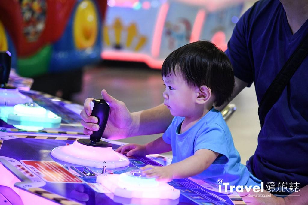 MAYA Lifestyle Shopping Center (2)
