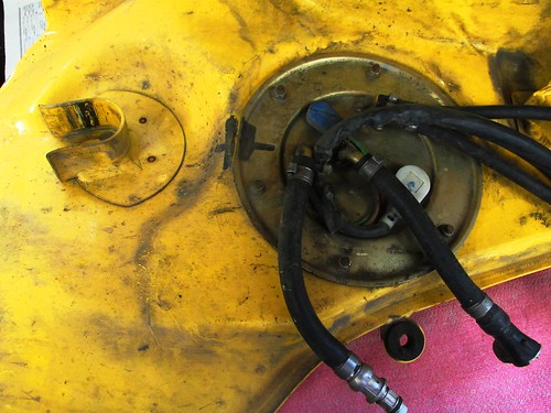 Fuel Pump Plate with External Hoses