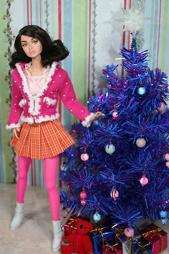 Poppy Trims The Tree