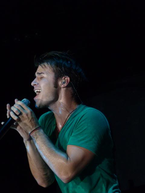 Kris Allen sexy UNF sweaty body biceps arms closed eyes covered in sweat wet green tee shirt photo Miami Florida